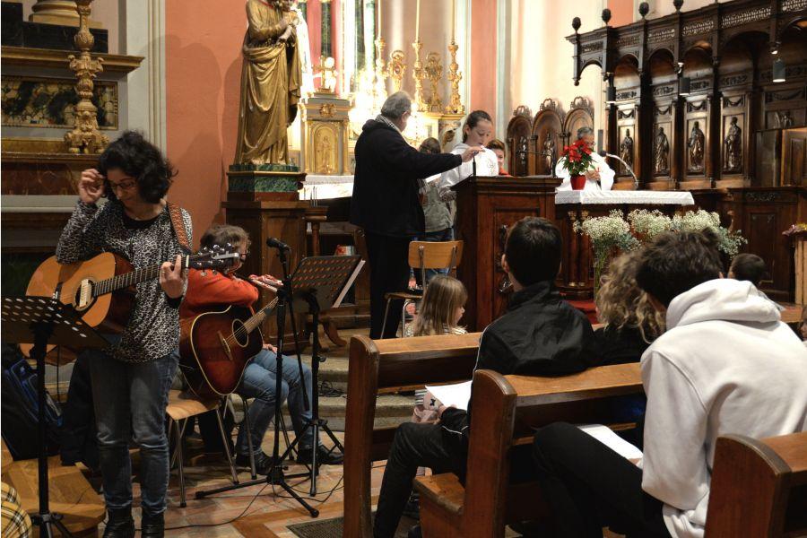 Les élèves de l'établissement scolaire privé Notre-Dame participent à la célébration de Noël