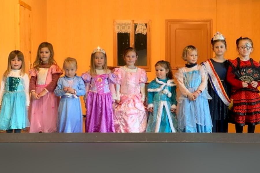 Les princesses de carnaval de l'école Notre Dame à Bellevaux