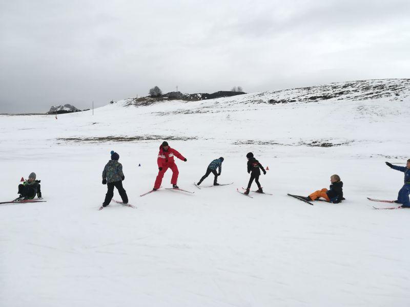 Les CP-CE1 s'amusent au ski de fond (école Notre-Dame)